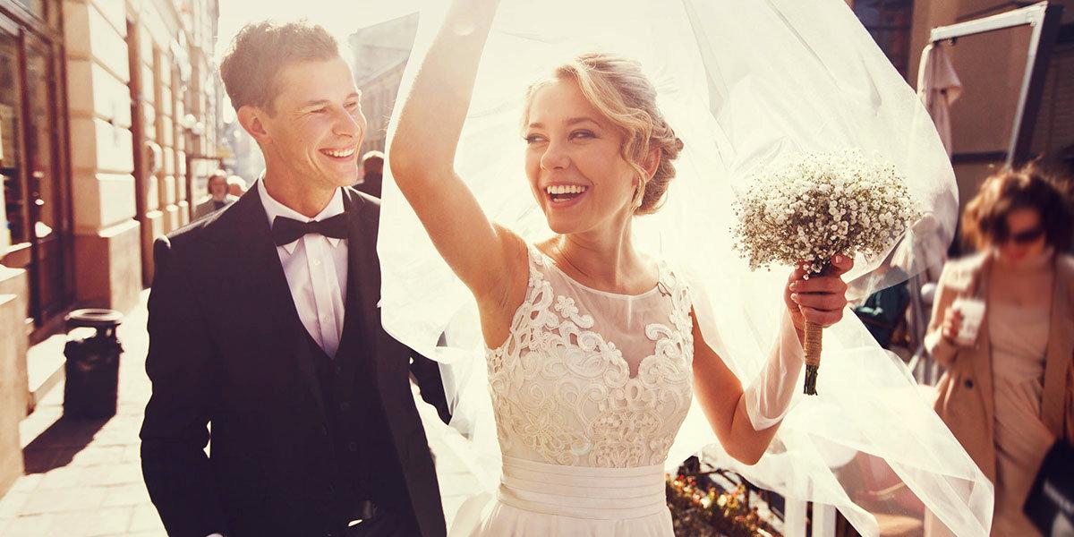 Nach Der Hochzeit So Sparen Sie Bei Versicherungen Bares Geld